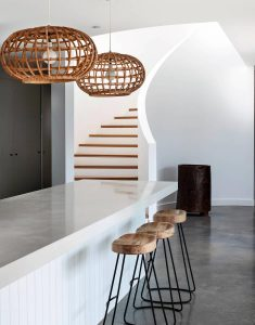 simple-white-palette-natural-textures-contribute-relaxed-beach-house-vibe-caandesign-02